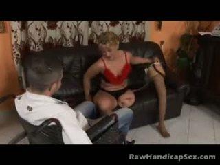 Seksi berambut perang kaki orang kurang upaya -tiada tangan atau kaki gets bagus seks / persetubuhan