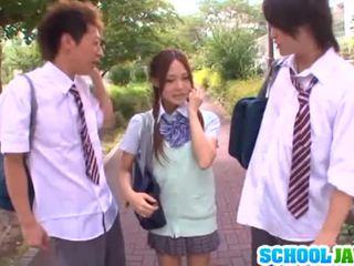 J schoolgirls: yukina sucks dicks e gets nailed in un trio