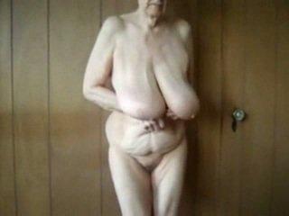 80 tahun tua perempuan tua dengan besar saggy tetek