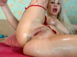 Blonde fille fist son cul sur cam