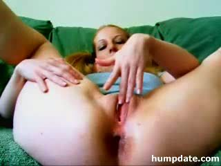 Nasty prolapse babe pumping up her ass