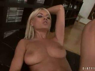 Sexy lesbičky hannah lovec a jasmine rouge having a pička licking akcie