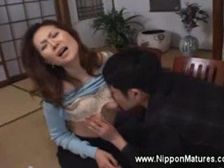 Asiática mqmf demands chico a lamida su coño