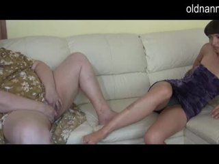 Bbw babka a mladý dievča masturbovanie spolu video