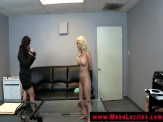 Lezdom lesbo gives oral to her dyke submissive
