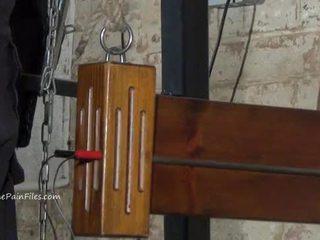 Äärimmäisissä electro bdsm ja wooden device bondage of orja elise grave sisään kovacorea