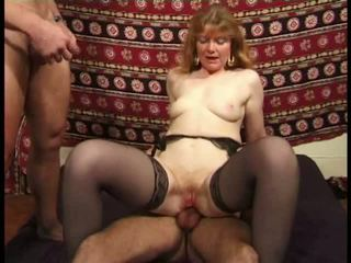 Martine, maduros anal banged em meias longas vídeo