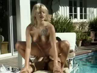 Belladonna مارس الجنس خارج