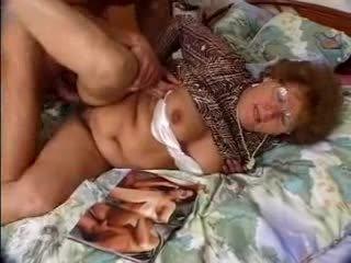 Chlpaté babka catches grandson jacking