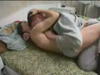 Alcoolisée mère baisée par son fils