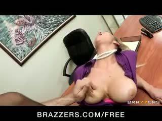 Nadržané big-tit blondýna office-slut pornohviezda abbey brooks fucks kokot