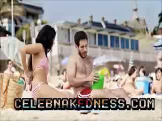 Celeb inma cuesta topless sole farsi il bagno grande seni su spiaggia