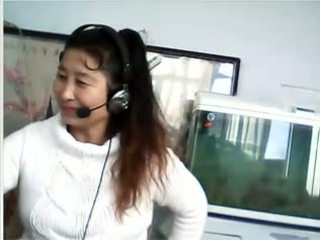 Chinez milf shows breast și chilotei
