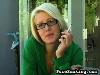 zien video klem, jonge meisjes roken actie, u roken fetish