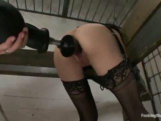 Constrained 向上 cytherea has toyed 在 她的 sensuous clam 在 监狱