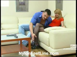 Alice och nicholas nylonstrumpor footsex handling