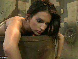brunette video-, zien vernedering film, voorlegging kanaal