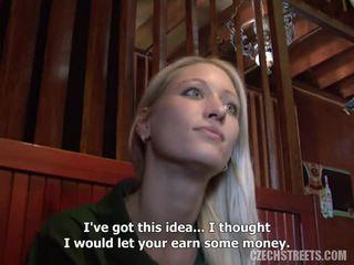 Blondine Gefickt Außerhalb Geld
