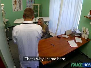 医師 banged 若い 患者.