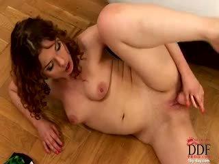 brunette porno, speelgoed, masturbatie