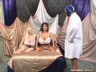 Minka kayla vs blue ボール