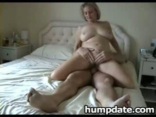 ボインの 成熟した 妻 とともに すてきな 大きい 尻 rides コック