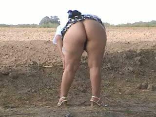 Piss gorda cu pee em rua. bebita mexicana puta