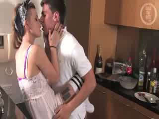 Real amateur girlfriend gets eaten out
