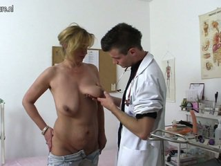 Erotic cougar shafting and chewing a dhokter