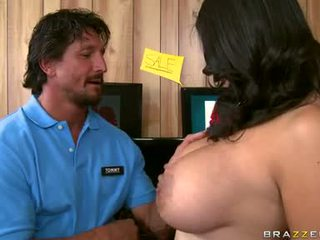 Missy Martinez Enfun A Hard Blow For A Horny Guy