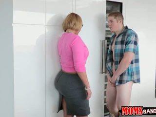 Jake pounded dia girlfriends ibu tiri gaya doggystyle