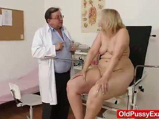 Starý blondýna dievča has ju hoo hoo bumped podľa a doktor
