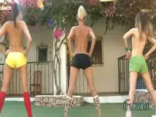 Trio naakt lezzies making aerobic