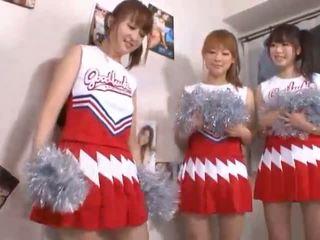 Leidenschaftlicher Sex mit einer heißen Blondine in Cheerleader-Uniform