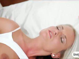 Sizzlin חם חזה גדול בייב jessie jazz steamy סקס לאחר bath
