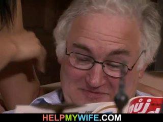 Vecchio marito watches suo moglie getting banged