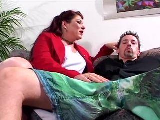 vol brunette, deepthroat porno, een assfucking scène