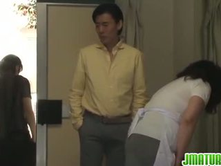 Dewasa chizuru moans keras dari sebuah stiff hubungan intim