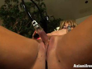 Mare muscles, mare clitoris și o pompa pentru face ea bigger
