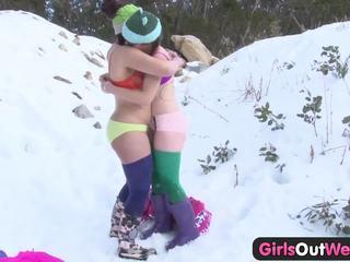 Κορίτσια έξω west - μαλλιαρό rosie fingered σε snow