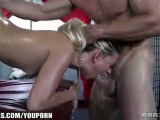 Jessie volt deepthroats sie masseur und begs für anal