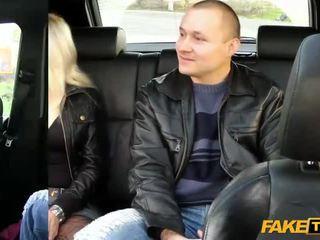 Vaimo fucks the taxi driver sisään etu- of hänen aviomies