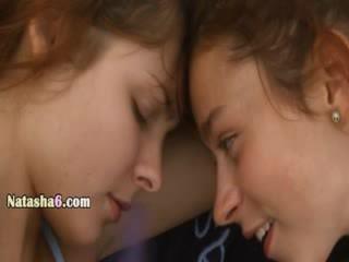 Lesbians with silit dildo on publik pantai
