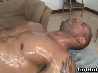 حار guy كسب له مدهش هيئة massaged