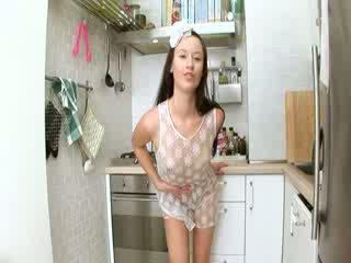 Evelina mudelid köögis sperma edasi the üksus