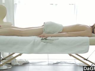 Thanking the masaż therapist z a robienie loda