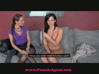 The fake agent snags a tesné nový dievča