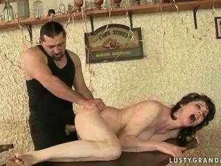 Quente vovó enjoys porca sexo