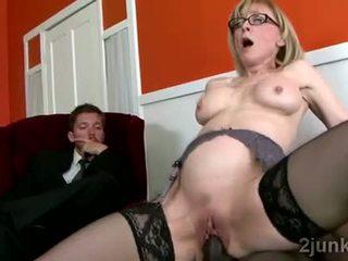 Apdullinātas pieauguša sekretāre pleases viņai sons melnas boss video