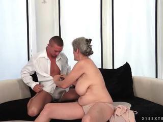 Busty babička enjoys horký pohlaví s ji boyfriend